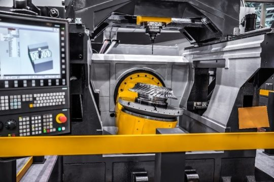 an image of programmable automation in manufacturing on the factory floor