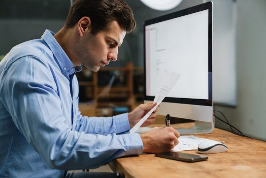 an image of an employee participating in an epicor learning program as part of Epicor online education